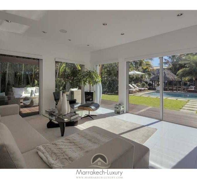LUXURIOUS HOUSE LOCATED ON PRIVATE ISLAND OF BISCAYNE POINT - MIAMI